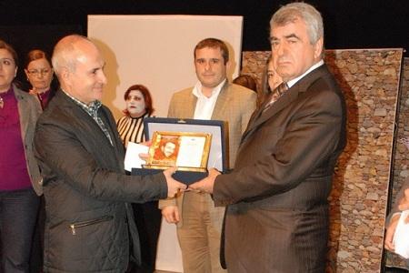 Tiyatrocular Onur Bayraktar'ı unutmadı… Haberi