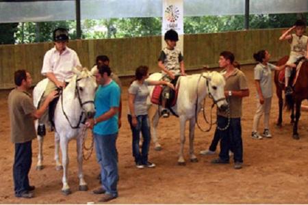 Özürlü Çocuklara At Üstünde Terapi Hizmeti... Haberi