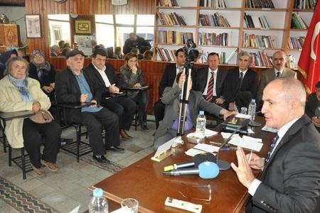 Belediye meclisi kahvehanede toplandı… Haberi