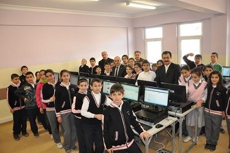 Başkan Akgün'den Tepecik'li öğrencilere Bilgisayar…  Haberi